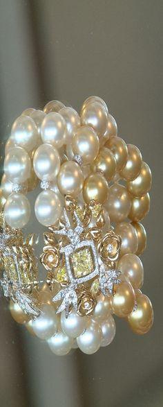 Chanel via Imgend repin by #GuadalupePalacios #Pearls