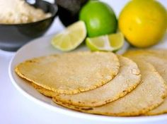 Tortillas aus Maismehl glutenfrei & ohne Ei Corn Flour Tortillas, Tortillas Rezept, Low Carb Tortillas, Vegan Wraps, Vegan Tacos, Sin Gluten, Vegan Gluten Free, Gluten Free Recipes, Vegan Recipes