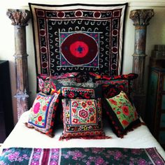Suzani on wall - Bohemian Style Bohemian Interior, Bohemian Decor, Bohemian Gypsy, Bohemian Living, Morrocan Interior, Morrocan Decor, Estilo India, Plaid Bedding, Deco Boheme