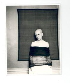 Claude Cahun era ela mesma. Andrógina, mestre em auto-retratos, distanciava-se dela mesma, objetificando seu próprio corpo.  // Artistas importantes pra citar