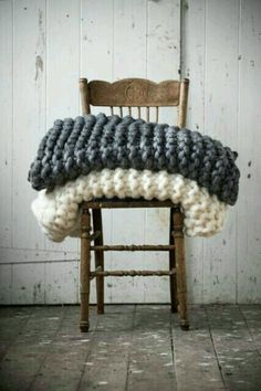Best handmade quilted chunky blanket with soft giant knitting. Oversized cable knit blanket is available in all colors. Chunky Knit Throw, Chunky Blanket, Chunky Knits, Cozy Knit, Big Knits, Fur Blanket, Chunky Wool, Merino Wool Blanket, Rustic Winter Decor