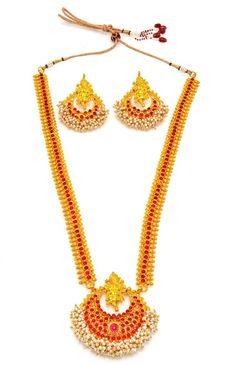 Product information: Artfully designed, these necklaces add a hint of raw ethnic beauty to any look from house of Alankruthi SKU Color Glod Occasion we 1 Gram Gold Jewellery, Temple Jewellery, Gold Jewelry, Indian Wedding Jewelry, Gold Plated Necklace, Necklace Set, Pearl Necklace, Golden Color, Ethnic Jewelry