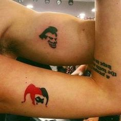 Joker und Harley Quinn paar Tattoos - Joker und Harley Quinn paar Tattoos Informationen zu Joker and Harley Quinn couple tattoos Pin Sie k - Harley Quinn Tattoo, Joker Et Harley Quinn, Tatuaje Harley Quinn, Harley Tattoos, Joker Tattoos, Batman Joker Tattoo, Paar Tattoos, Neue Tattoos, Body Art Tattoos