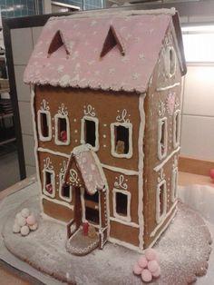 Nallekarkkien kartano - by Elena -- Piparkakkutalo, Joulu, Gingerbread house, Christmas