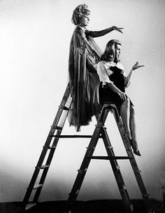 Elizabeth Montgomery Agnes Moorehead - stars of Bewitched Agnes Moorehead, Bewitched Tv Show, Endora Bewitched, Bewitched Elizabeth Montgomery, Beautiful Witch, Beautiful People, Beautiful Gowns, Gorgeous Women, I Dream Of Jeannie