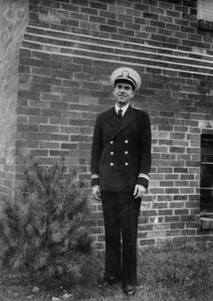 pre-President Richard Nixon in his Navy uniform, 1952 - served as a Lieutenant Commander USNR and was later promoted Commander in the Naval Reserve.