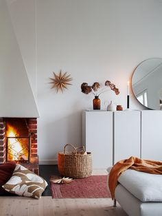 my scandinavian home: Candles and Stars in A Cosy Swedish Home at Christmas Scandinavian Interior, Home Interior, Interior Design, Scandinavian Christmas, Inspiration Design, Home Decor Inspiration, Sweet Home, Swedish House, Cozy Room