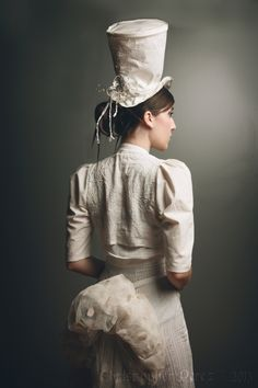 (back view) Victorian inspired wedding outfit. Photo : Christopher Mark Perez, model : Asmodée Cosplay, MUH : Make my hair, Outfit by Grafik & Grafok http://www.facebook.com/grafikgrafok