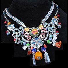 . . . identi chiC* ! ! !: El étnico barroco de las bijoux de Ayala Bar