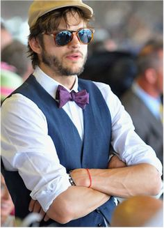 How to throw a Kentucky Derby themed wedding or bridal shower. What you need to host a Kentucky Derby wedding. Kentucky Derby Fashion, Kentucky Derby Mens Attire, Kentucky Derby Menswear, Mens Derby Hats, Kentucky Derby Dress, Derby Attire, Estilo Hipster, Ashton Kutcher, Derby Day