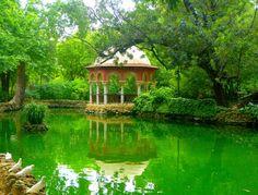 El templete en el lago, Sevilla.