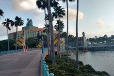 My Stay at the Walt Disney World Swan and Dolphin Resort - Sunshine and Munchkins Easy Strawberry Pie, Swan And Dolphin Resort, Swan Hotel, Crescent Lake, Covered Walkway, Relief Society Activities, Best Flights, Disney Theme, Hollywood Studios
