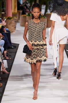 Oscar de la Renta Spring 2020 Ready-to-Wear Fashion Show - Vogue Daily Fashion, Fashion Moda, Knit Fashion, Fashion 2020, New York Fashion, Look Fashion, Spring Fashion, Fashion Show, Autumn Fashion
