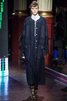 Kenzo Fall 2016 Ready-to-Wear Fashion Show - Phillipa Hemphrey (OUI)