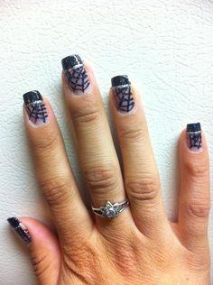 Halloween nail design: spiderwebs