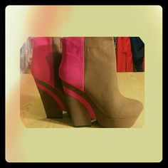 ⏬$ 25⏬Pink and Brown wedge heels Pink and Brown wedge heels No additional discount on markdowns! Final Price. Shoes