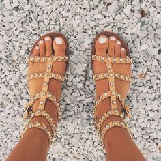 Shop affordable trendy flat shoes for women at shoespie. You can find various of cute flat shoes for huge discount including rhinestone thong flat sandals, rhinestone gladiator flats, embellished leather flat shoes. Women's Shoes, Cute Shoes, Me Too Shoes, Shoe Boots, Cute Cheap Sandals, Trendy Sandals, Boho Sandals, Sandals Outfit, Uggs