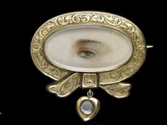 Yellow gold brooch with ribbon motif and engine turned engraving, ca. 1810-20. Collection of Dr. and Mrs. David Skier. #lookoflove #eyeminiatures #loverseye