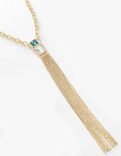 Collar con eslabones gruesos y tiras largas de cadena, elaborado en 4 baños de oro de 18 kt, con hermosas piedras de cristal azul turquesa profundo y transparente. Modelo 415458.