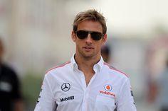 19.04.2013- Jenson Button (GBR) McLaren Mercedes MP4-28 (GP Bahrain 2013) - crash.net