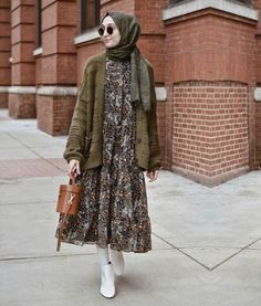 hijab casual Nice 47 Combination Tricks Hijab Vintage For Women Modern Hijab Fashion, Street Hijab Fashion, Hijab Fashion Inspiration, Muslim Fashion, Modest Fashion, Islamic Fashion, Fall Fashion, Hijab Casual, Hijab Chic