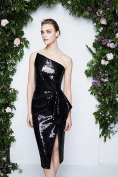 Pamella Roland Resort 2020 Fashion Show Collection: See the complete Pamella Roland Resort 2020 collection. Look 25 Fashion Week, Runway Fashion, Fashion Fashion, Elegant Dresses, Beautiful Dresses, Estilo Fashion, Glamour, Fashion Show Collection, Mannequins