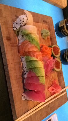 "tthegreat-perhaps: ""Rainbow Rollz "" Asian Recipes, Sweet Recipes, Real Food Recipes, Cooking Recipes, Ethnic Recipes, Sushi Party, Sushi Sushi, Sushi Love, Sashimi"