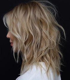 Caramel Blonde Shaggy Cut For Medium Hair mittellanges haar medium hair haar Medium Shag Haircuts, Shaggy Haircuts, Straight Haircuts, Haircut Medium, The Shag Haircut, Choppy Layered Haircuts, Choppy Lob, Lob Haircut, Long Bob Ideias