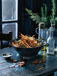 Rosemary And Sea Salt Shoestring Fries Food Photography Styling, Food Styling, Donna Hay Recipes, Vegetarian Recipes, Healthy Recipes, Good Food, Yummy Food, Mets, Fabulous Foods