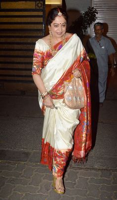 Amitabh Bachchan and family celebrated the festival with the Ambanis at Big B's Juhu bungalow, while Sridevi, Shilpa Shetty and a host of other Bollywood stars were clicked at Anil Kapoor's home Banaras Sarees, Khadi Saree, Kanchipuram Saree, Saree Blouse Patterns, Saree Blouse Designs, Ethnic Sarees, Indian Sarees, Bollywood Stars, Bollywood Fashion