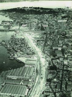 1958 / Eminönü-Unkapanı Arasındaki Yolun Açılması Istanbul City, Istanbul Turkey, Old Pictures, Old Photos, Istanbul Pictures, Poster City, San Diego Beach, Historical Pictures, Wonders Of The World