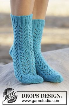 """Sweet #socks with #lace pattern in """"Fabel"""". #FreePattern online now by #DROPSDesign #knitting"""