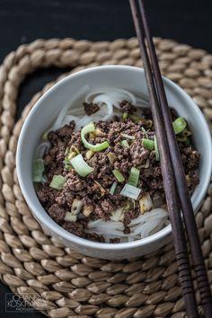 Hellan ja viinilasin välissä: Pikaruoka - Jauhelihaa korealaisittain nuudelien kera