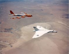 Centre For Aviation: Vulcan B Mk 2 with a B52, 1950s beauties.