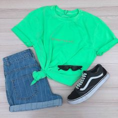 t-shirt neon too high to say hi Cute Summer Outfits, Cute Casual Outfits, Pretty Outfits, Teen Fashion Outfits, Outfits For Teens, Camo Skirt, Sport Fashion, Womens Fashion, Look Cool