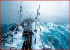It is very important for a seafarer to know what to do in bad weather warning situation so that ship can be prepared for rough seas and heavy weather sailing. No Wave, Sea State, Rogue Wave, Storm Photography, Digital Photography, Cherbourg, Huge Waves, Rough Seas, Merchant Marine