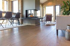 Parkett Eik Kapp Linn`e børstet matt Hardwood Floors, Flooring, Dining Table, Furniture, Design, Home Decor, Hu Ge, Wood Floor Tiles, Wood Flooring