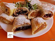 Spanakopita, Sweets, Bread, Ethnic Recipes, Food, Creative, Gummi Candy, Candy, Brot