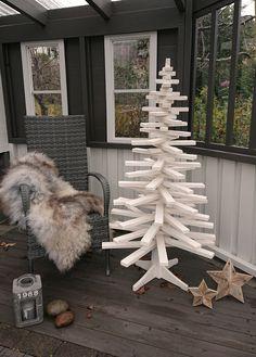 Juletre laget av gran pinner #jul #juletre #christmastree #christmas Christmas Tree, Teal Christmas Tree, Xmas Trees, Christmas Trees, Xmas Tree