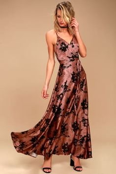 Be date night ready in the Tea Gardens Rusty Rose Floral Print Satin Maxi Dress! Sleek satin fabric cascades to a surplice bodice and maxi skirt. Floral Print Maxi Dress, Chiffon Maxi Dress, Surplice Dress, Maxi Skirts, Floral Dresses, Cute Dresses, Prom Dresses, Stylish Dresses, Bridesmaid Dress