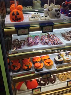 Spooktacular Treats to get you into the Halloween Spirit at Goofy& Candy Co. in Downtown Disney- -Walt Disney World. Disney World Wedding, Disney World Food, Disney World Vacation, Disney Vacations, Walt Disney World, Disney 2017, Disney Tips, Disney Magic, Disney World Halloween