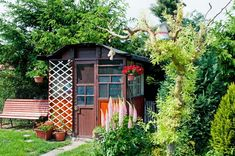 29 Contemporary Garden Studios and Outdoor Garden Rooms Outdoor Garden Rooms, Outdoor Gardens, Outdoor Buildings, Outdoor Structures, Carport Sheds, Wooden Shack, Shed Windows, Pub Sheds, Photo Deco