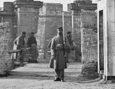 Castillo guarded by Union soldiers