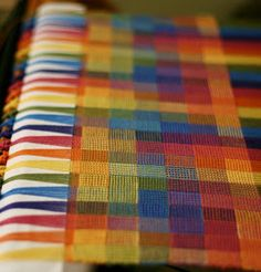 had to pin this because it is so lovely. Weave-Away: The Secret Crackle Recipe - this is a how-to accomplish the pattern. Needs a 4 shaft loom though. Weaving Designs, Weaving Projects, Weaving Patterns, Stitch Patterns, Knitting Patterns, Art Projects, Tablet Weaving, Loom Weaving, Hand Weaving