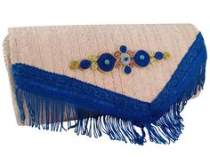 A QUEENLY CLUTCH - Handmade straw bag