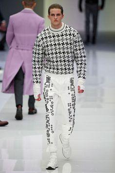 Espaço: a fronteira final. O pai do futurismo anos 60 na moda, André Courrèges, acaba... Mais