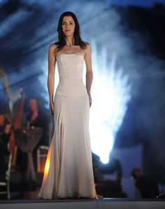 October 2007 Meav Ni Mhaolchatha left Celtic Woman replacement was Lynn… Lisa Kelly, Irish Singers, Rebel Fashion, Celtic Music, Irish Celtic, One Shoulder Wedding Dress, White Dress, Opera, Female