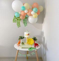 Race Car Birthday, Baby Birthday Cakes, Birthday Party Tables, Dinosaur Birthday Party, Boy Birthday Parties, Paw Patrol Birthday Decorations, Die Dinos Baby, Ideas Para Fiestas, Balloon Garland