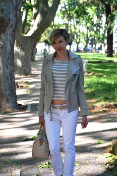 pictures source at www.coffeeblooms.com Marinière Style  http://www.coffeeblooms.com/coffeeblooms/2014/10/mariniere-style/  #stripes #white #chic #style #dressup #navy