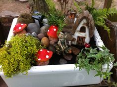 A homemade pressie for my Mum using an old Belfast sink. Her very own fairy garden x A homemade pres Belfast Sink Garden Planter, Garden Sink, Rockery Garden, Garden Planters, Belfast Sink Water Feature, Belfast Sink And Drainer, Ponds For Small Gardens, Sensory Garden, Water Features In The Garden